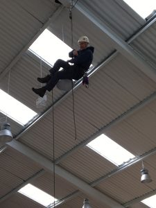 Alan-Hinkes-abseiling-from-the-roof