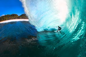 Dakine signs surf star